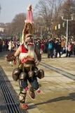 Χορεύοντας καλυμμένος μίμος με προσωπείο Surva Βουλγαρία Kuker Στοκ Φωτογραφίες