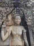 Χορεύοντας κορίτσι Apsara που χαράζεται στον τοίχο του ναού σε Cambodi Στοκ Φωτογραφία