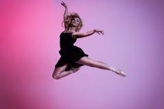 Χορεύοντας κορίτσι ballerina Στοκ Εικόνες
