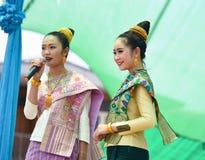 Χορεύοντας Λάος και Ταϊλανδός στα σύνορα Ταϊλάνδη Songkran φεστιβάλ - Λάος 2017 Στοκ φωτογραφία με δικαίωμα ελεύθερης χρήσης
