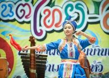 Χορεύοντας Λάος και Ταϊλανδός στα σύνορα Ταϊλάνδη Songkran φεστιβάλ - Λάος 2017 Στοκ εικόνα με δικαίωμα ελεύθερης χρήσης