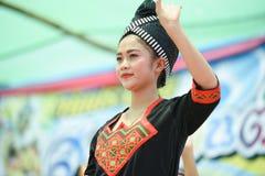 Χορεύοντας Λάος και Ταϊλανδός στα σύνορα Ταϊλάνδη Songkran φεστιβάλ - Λάος 2017 Στοκ εικόνες με δικαίωμα ελεύθερης χρήσης