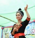 Χορεύοντας Λάος και Ταϊλανδός στα σύνορα Ταϊλάνδη Songkran φεστιβάλ - Λάος 2017 Στοκ Φωτογραφία