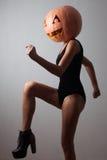Χορεύοντας νέα γυναίκα Στοκ Φωτογραφίες