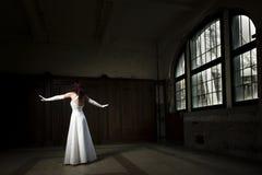 Χορεύοντας νύφη Στοκ φωτογραφίες με δικαίωμα ελεύθερης χρήσης