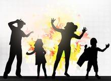 Χορεύοντας οικογενειακές σκιαγραφίες Στοκ εικόνες με δικαίωμα ελεύθερης χρήσης