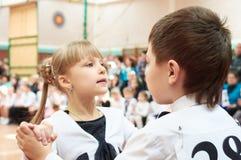 Χορεύοντας παιδιά αιθουσών χορού Στοκ εικόνα με δικαίωμα ελεύθερης χρήσης