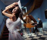 χορεύοντας προκλητική γυναίκα Στοκ Εικόνες
