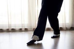 Χορεύοντας πόδια ατόμων στοκ φωτογραφίες με δικαίωμα ελεύθερης χρήσης