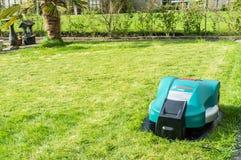 Χορτοκόπτης ρομπότ στοκ φωτογραφίες