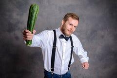 0 χορτοφάγος απειλητικός με το ρόπαλο κολοκυθιών Στοκ Φωτογραφίες