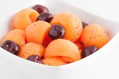 χορτοφάγος σαλάτας πορσελάνης πορτοκαλιών σταφυλιών καρπού τροφίμων Στοκ εικόνα με δικαίωμα ελεύθερης χρήσης