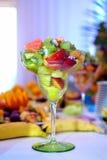 χορτοφάγος σαλάτας πορσελάνης πορτοκαλιών σταφυλιών καρπού τροφίμων Στοκ φωτογραφία με δικαίωμα ελεύθερης χρήσης