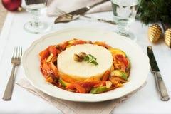 Χορτοφάγο γεύμα Χριστουγέννων Κουσκούς και χορτοφάγο stew Στοκ φωτογραφία με δικαίωμα ελεύθερης χρήσης
