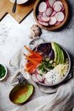 Χορτοφάγο κύπελλο για το μεσημεριανό γεύμα με τα ψημένα καρότα Στοκ Εικόνες