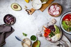 Χορτοφάγο κύπελλο για το μεσημεριανό γεύμα με τα ψημένα καρότα Στοκ φωτογραφία με δικαίωμα ελεύθερης χρήσης