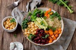 Χορτοφάγο κύπελλο του Βούδα με quinoa και chickpea Στοκ φωτογραφία με δικαίωμα ελεύθερης χρήσης