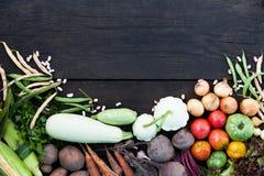 Χορτοφάγο υπόβαθρο τροφίμων, φρέσκα υγιή συστατικά Ακατέργαστη σαλάτα τροφίμων στοκ φωτογραφίες