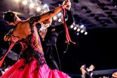 Χορός αιθουσών χορού απόδοσης αθλητών ζευγών χορού Στοκ φωτογραφία με δικαίωμα ελεύθερης χρήσης
