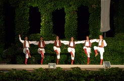 Χορός αλυσίδων του Μαυροβουνίου στο υπαίθριο στάδιο Στοκ φωτογραφία με δικαίωμα ελεύθερης χρήσης