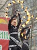 Χορός και ακροβατικές επιδείξεις με την πυρκαγιά Στοκ Φωτογραφία