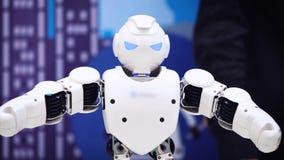 Χορός ρομπότ Humanoid Κλείστε του έξυπνου χορού ρομπότ παρουσιάζει Απόδοση ρομπότ χορού Ρομποτικό κόμμα χορού Έξυπνος ρομποτικός φιλμ μικρού μήκους