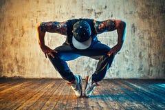 Χορός σπασιμάτων νεαρών άνδρων Στοκ εικόνες με δικαίωμα ελεύθερης χρήσης