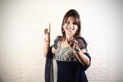 χορός bhangra που κάνει το κορίτσι Στοκ Εικόνες