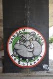 Χούλιγκαν ανεμιστήρων της Βαρσοβίας, γκράφιτι με ένα μπουλντόγκ που αφιερώνεται στους ανεμιστήρες λεσχών ποδοσφαίρου Legia Βαρσοβ στοκ φωτογραφία με δικαίωμα ελεύθερης χρήσης