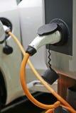 χρέωση αυτοκινήτων ηλεκτ Στοκ εικόνα με δικαίωμα ελεύθερης χρήσης