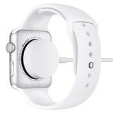 Χρέωση του αθλητισμού 42mm ρολογιών της Apple ασημένια περίπτωση αργιλίου Στοκ Φωτογραφίες