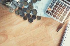 χρήματα έννοιας με κάποια χαρτικά στην άποψη επιτραπέζιων κορυφών Στοκ Εικόνα
