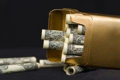 χρήματα έννοιας τσιγάρων στοκ εικόνες