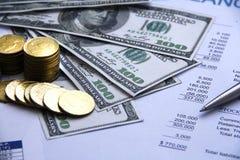 Χρήματα έννοιας χρηματοδότησης, διάγραμμα, νόμισμα, τραπεζογραμμάτιο, Στοκ εικόνες με δικαίωμα ελεύθερης χρήσης