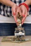 Χρήματα αποταμίευσης για την αποχώρηση Στοκ Φωτογραφίες