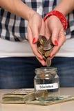 Χρήματα αποταμίευσης για την εκπαίδευση Στοκ φωτογραφία με δικαίωμα ελεύθερης χρήσης