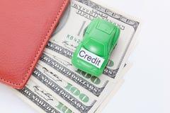Χρήματα αυτοκινήτων με το σημάδι - πίστωση Πληρωμές και δαπάνες στοκ εικόνες