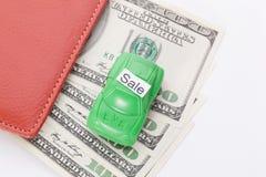 Χρήματα αυτοκινήτων με το σημάδι - πώληση Πληρωμές και δαπάνες στοκ εικόνα με δικαίωμα ελεύθερης χρήσης