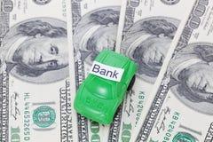 Χρήματα αυτοκινήτων με το σημάδι - τράπεζα Πληρωμές και δαπάνες στοκ φωτογραφία με δικαίωμα ελεύθερης χρήσης