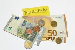Χρήματα διακοπών αποταμίευση κεφάλαια προγραμματισμός κολλώδεις ευρο- πένες χρημάτων σημειώσεων στοκ φωτογραφία με δικαίωμα ελεύθερης χρήσης