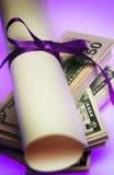 χρήματα διπλωμάτων Στοκ φωτογραφία με δικαίωμα ελεύθερης χρήσης
