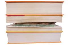 Χρήματα δορών μεταξύ των σελίδων βιβλίων στοκ εικόνα