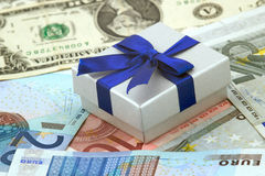 χρήματα δώρων Στοκ φωτογραφία με δικαίωμα ελεύθερης χρήσης