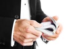 Χρήματα εκμετάλλευσης επιχειρησιακών ατόμων στο άσπρο υπόβαθρο στοκ εικόνα