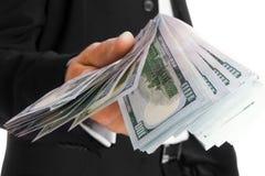 Χρήματα εκμετάλλευσης επιχειρησιακών ατόμων στο άσπρο υπόβαθρο στοκ φωτογραφίες
