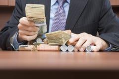 Χρήματα εκμετάλλευσης επιχειρηματιών Στοκ Εικόνες