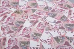 Χρήματα και έννοια πόρων χρηματοδότησης Χίλια σερβικά τραπεζογραμμάτια εθνικού νομίσματος λογαριασμών Δηναρίων στοκ εικόνα