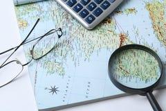 Χρήματα και γεωγραφικός χάρτης Στοκ Φωτογραφία