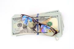 Χρήματα και γυαλιά Στοκ Εικόνες