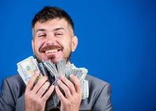 Χρήματα και δύναμη νίκη μιας λαχειοφόρου αγοράς επιχειρηματίας μετά από τη μεγάλη διαπραγμάτευση Χρηματοδότηση και εμπόριο Επιχεί στοκ εικόνες